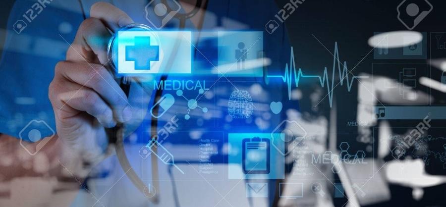 44714821-double-exposition-de-médecine-médecin-poussant-sur-le-premier-signe-de-l-aide-avec-l-interface-de-@2x